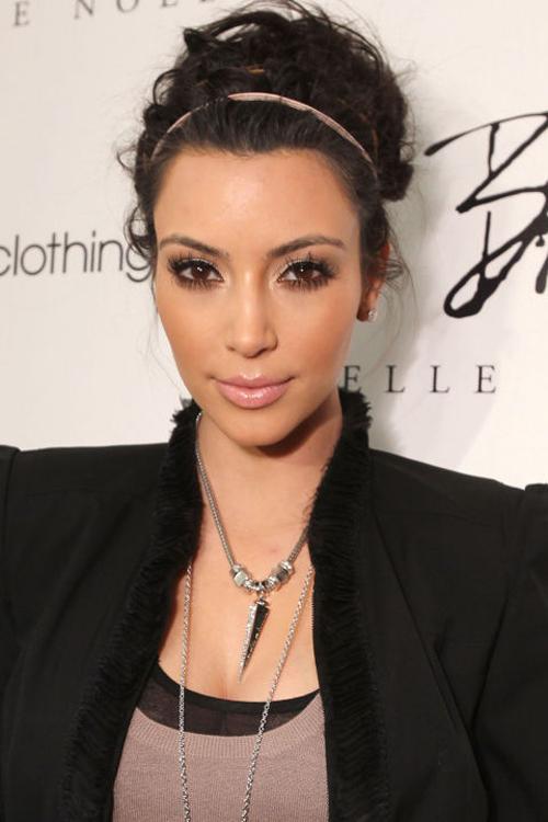 kim-kardashian-10-nam-chi-dung-mot-mau-son-5