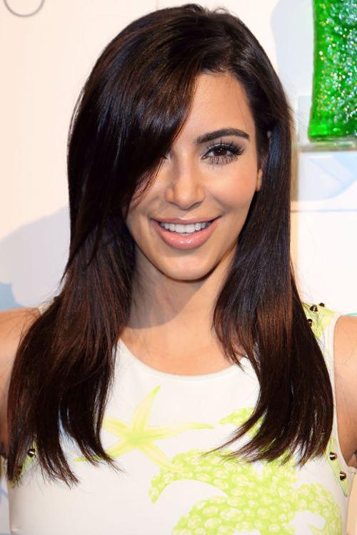 kim-kardashian-10-nam-chi-dung-mot-mau-son-6