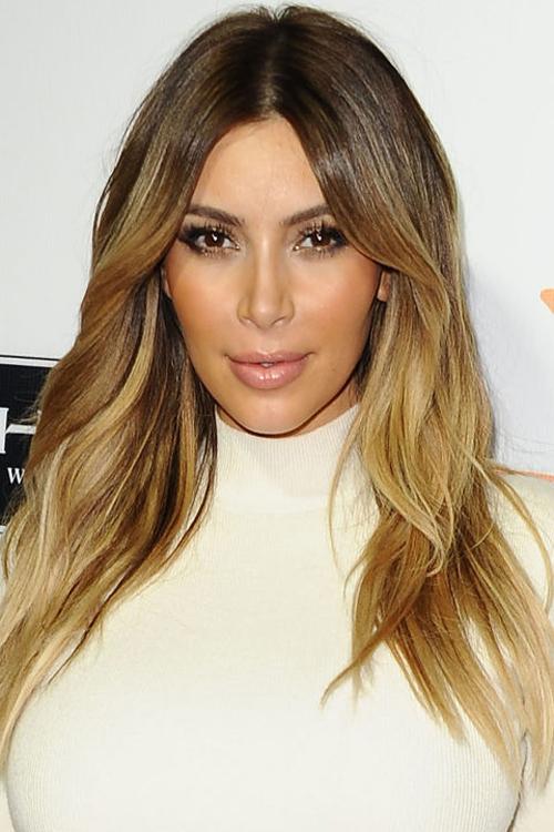 kim-kardashian-10-nam-chi-dung-mot-mau-son-7