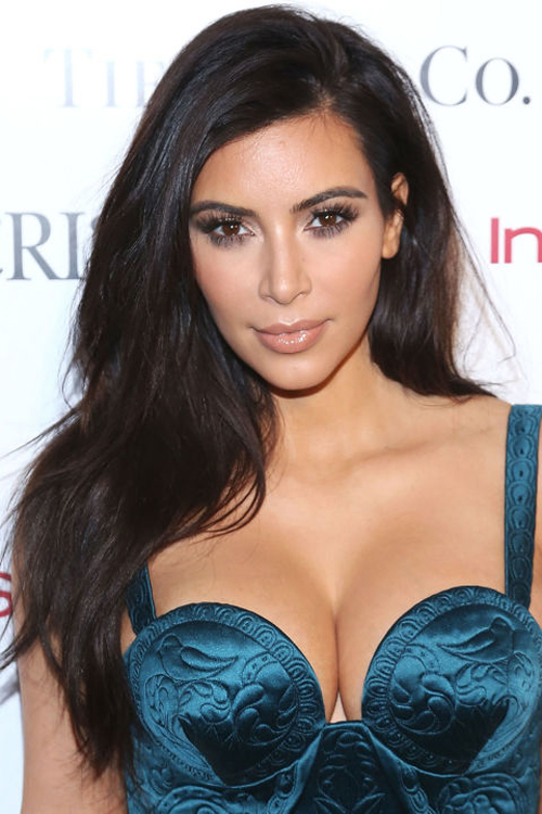 kim-kardashian-10-nam-chi-dung-mot-mau-son-8