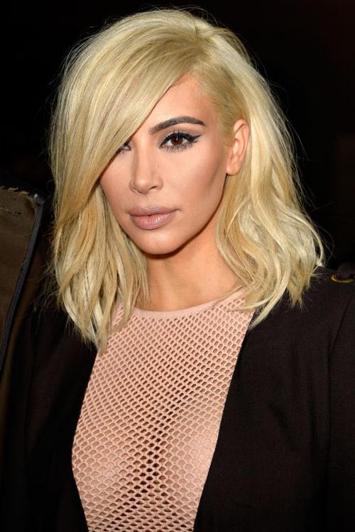 kim-kardashian-10-nam-chi-dung-mot-mau-son-9