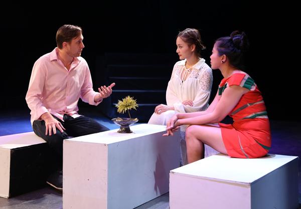[Caption]ũng chính vở kịch VISA này đã làm cho Lan Phương nhớ đến bạn trai cũ của mình