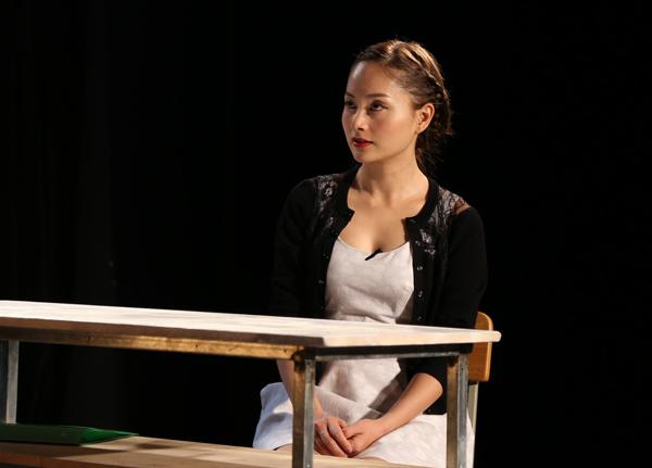 [Caption]Là một diễn viên nổi tiếng và có kinh nghiệm diễn xuất lâu năm, Lan Phương được tin tưởng chọn vào vai nữ chính của vở kịch VISA của biên kịch Việt Linh, đạo diễn Chi Cù.