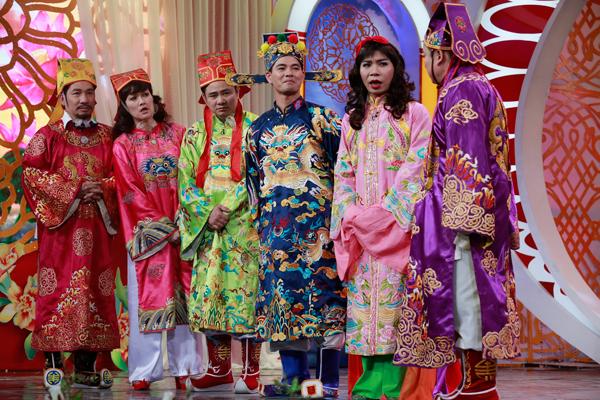 co-du-cong-ly-duoc-phep-chuyen-gioi-trong-tao-quan-2016-11