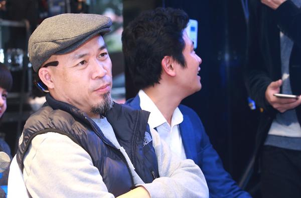 Nhạc sĩ Huy Tuấn đến chúc mừng học trò.