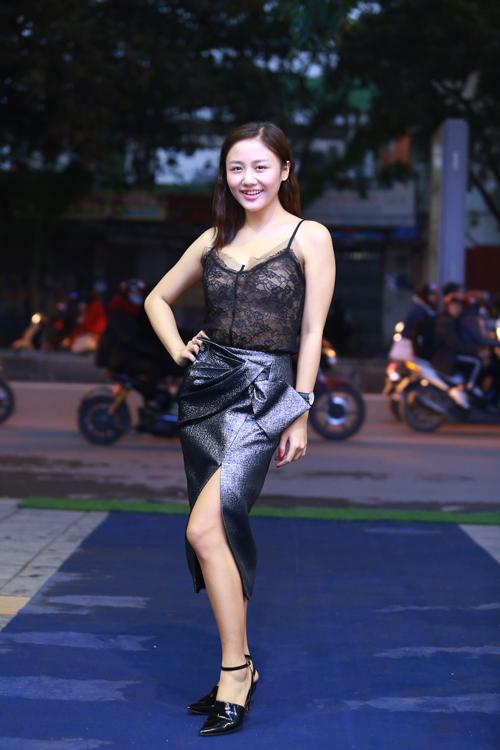 van-mai-huong-den-hop-bao-muon-hon-1-tieng-vi-tac-duong