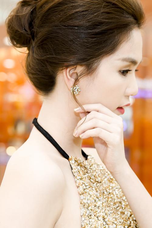 ngoc-trinh-mac-sanh-dieu-di-xem-phim-3