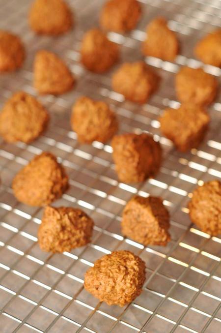 Một món bánh dễ dụ mọi người vì vị dừa thơm, bánh giòn tan, dễ làm, rất được yêu thích.
