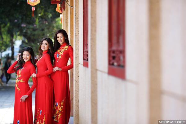 Bộ ảnh được thực hiện bởi ekip gồm trang điểm và làm tóc: Mai Huy Phong, trang phục: Áo dài Minh Châu.