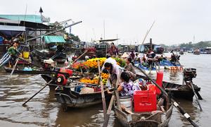 Chợ nổi lớn nhất Nam bộ ngày cuối năm