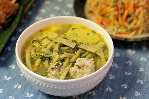 Món canh với rau tiến vua giòn, vị chua nhẹ của dứa và vị ngọt của thịt nạc viên, đơn giản và ngon miệng dành cho buổi tối sum vầy bên gia đình.