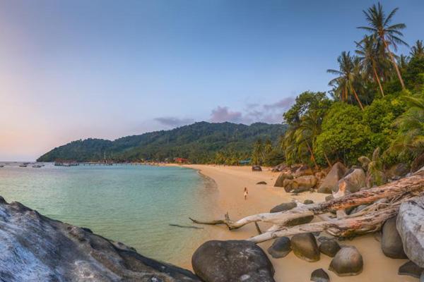 Những bãi biển cát trắng phau, nước xanh ngắt sẽ quyến rũ bất kỳ du khách nào đến tham quan.