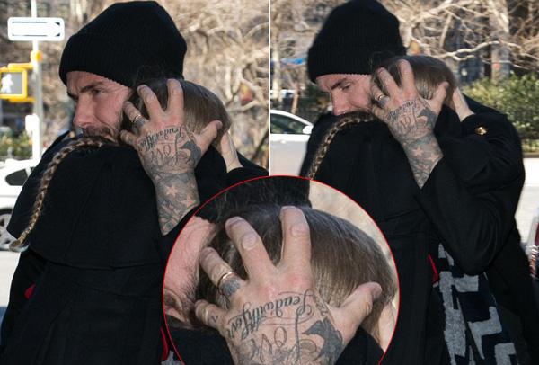 Vừa bế vừa lấy tay ôm đầu để bảo vệ con gái, Becks vô tình để lộ hình xăm mới nhất