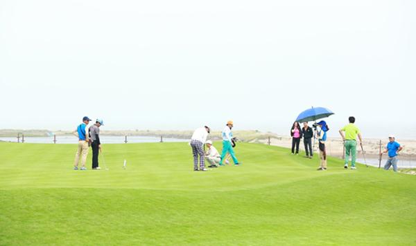 hon-300-golfer-du-giai-artex-golf-tournament