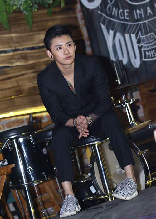 hot-boy-chuyen-gioi-thai-lan-coi-ao-khoe-bung-6-mui