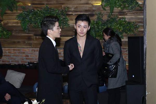 hot-boy-chuyen-gioi-thai-lan-coi-ao-khoe-bung-6-mui-1