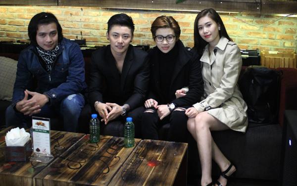 hot-boy-chuyen-gioi-thai-lan-coi-ao-khoe-bung-6-mui-2