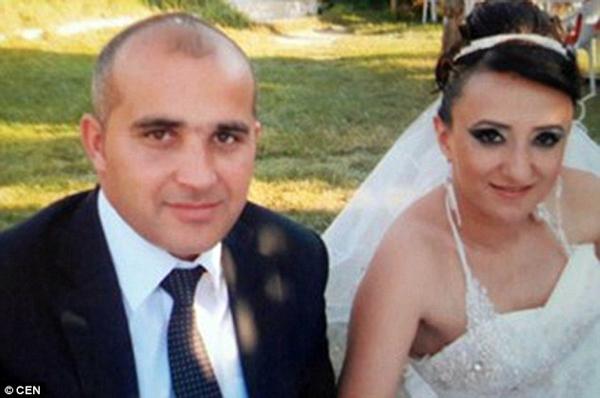 Ali D. và vợ. Ảnh: CEN