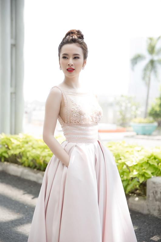 angela-phuong-trinh-sexy-quay-quang-cao-4