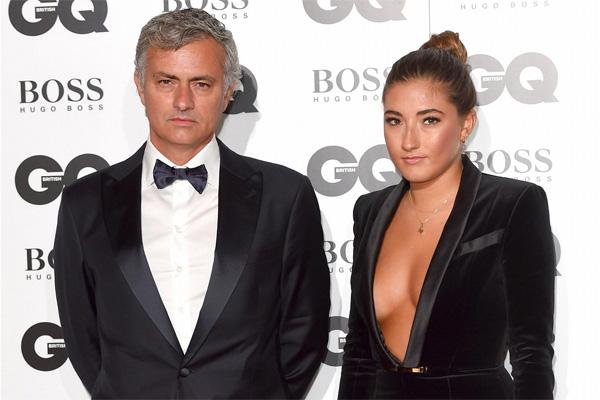 HLV Mourinho và cô con gái lớn Matilde tại lễ trao giải GQ năm ngoái.