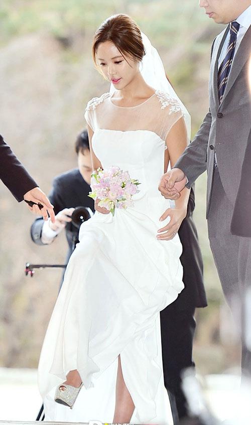 nguoi-dep-she-was-pretty-rung-rung-trong-hon-le-4