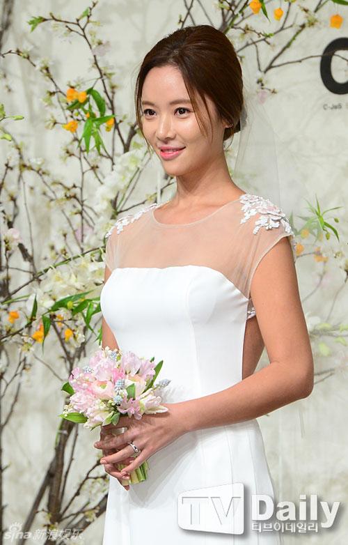 nguoi-dep-she-was-pretty-rung-rung-trong-hon-le-9