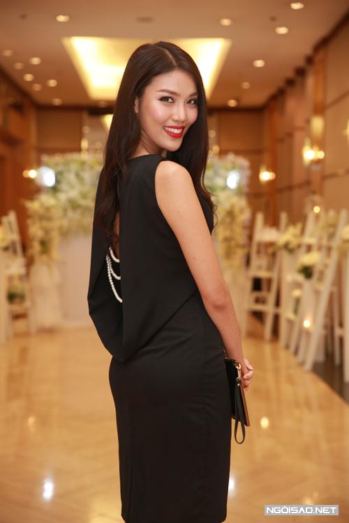 lan-khue-hoang-oanh-rang-ro-du-tiec-cuoi-hong-phuong-1