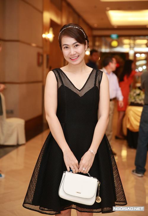 lan-khue-hoang-oanh-rang-ro-du-tiec-cuoi-hong-phuong-3