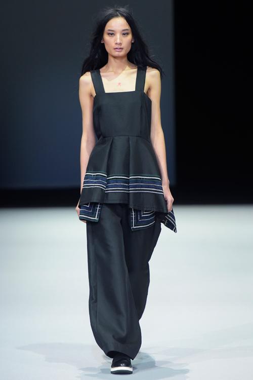 le-thuy-tu-tin-sai-buoc-o-milan-fashion-week