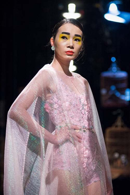 ha-duy-gay-an-tuong-voi-thiet-ke-couture-tinh-xao-9
