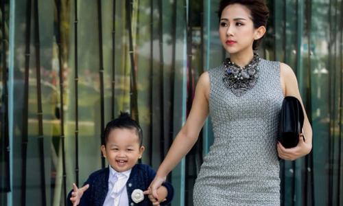 Mẹ con fashionista Trâm Nguyễn mix đồ sành điệu