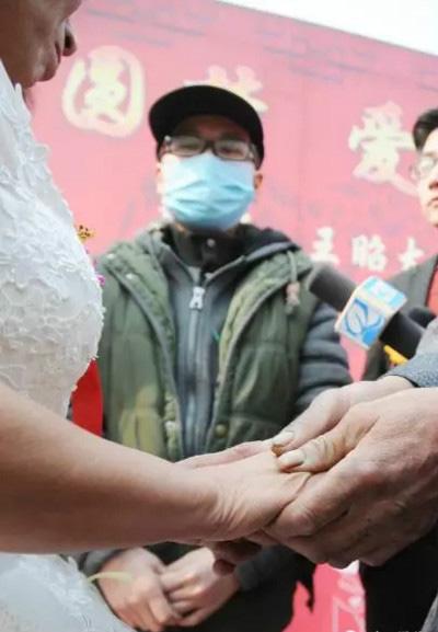 Mong muốn lớn nhất của Wang là nhìn thấy mẹ hạnh phúc.