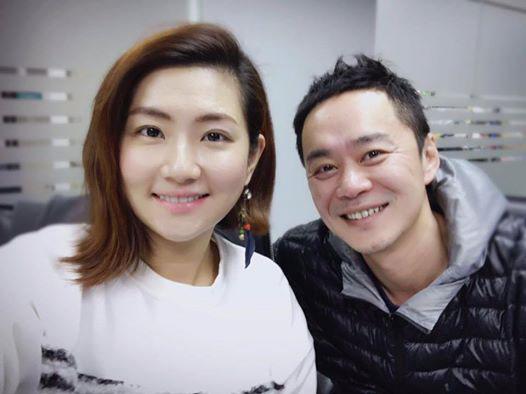 Selina và chồng thông báo ly hôn trên Facebook.