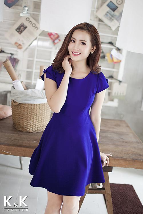 Đầm xòe đơn sắc KK54-18 giá 400.000 đồng.