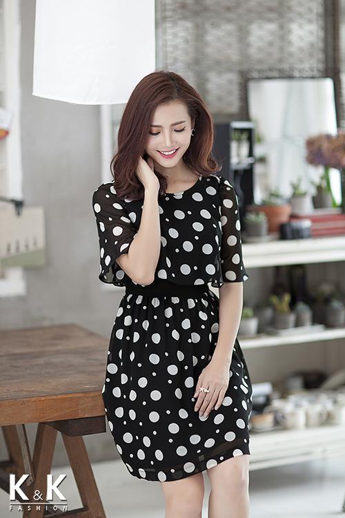 Đầm xòe họa tiết chấm bi KK54-22 giá 400.000 đồng.