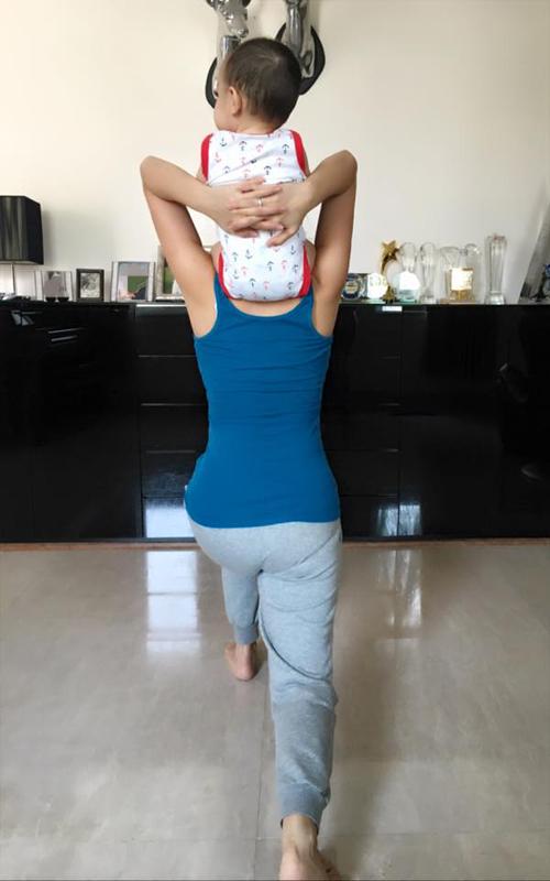Hai mẹ con Thu Minh chăm chỉ tập thể dục buổi sáng: