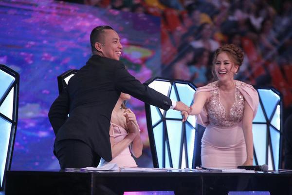 Khánh Thi chia sẻ cảm xúc về tình cũ - người đang ngồi cùng hàng ghế giám khảo tại Bước nhảy hoàn vũ. Cô viết: