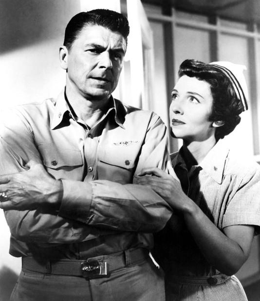"""Năm 1957, Nancy và Ronald đóng cùng nhau trong bộ phim """"Hellcats of the Navy"""""""