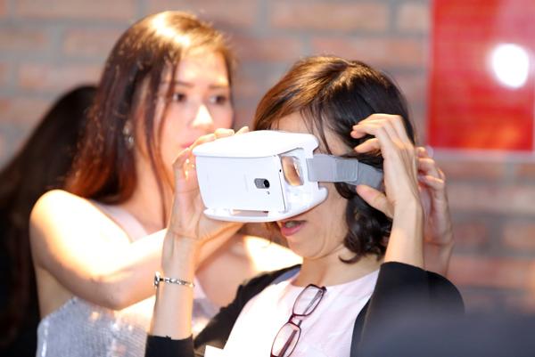 Kính thực tế ảo ANT VR hỗ trợ bởi công nghệ Lenovo VR có giá bán lẻ đề nghị là 690.000 đồng.