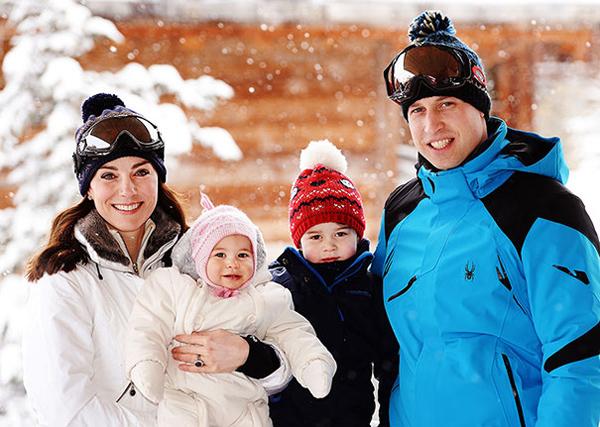 Gia đình hoàng gia 4 người hạnh phúc trong loạt ảnh mới do điện Kensington công bố. Ảnh: PA