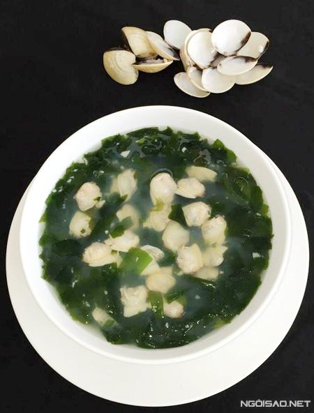 Món canh rong biển Hàn Quốc ngày được các chị em nội trợ yêu thích bởi vừa ngon vừa giúp thanh lọc cơ thể và dễ chế biến theo khẩu vị Việt.