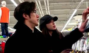 Lâm Chí Linh đi mua đồ lót nam cùng Lý Trị Đình
