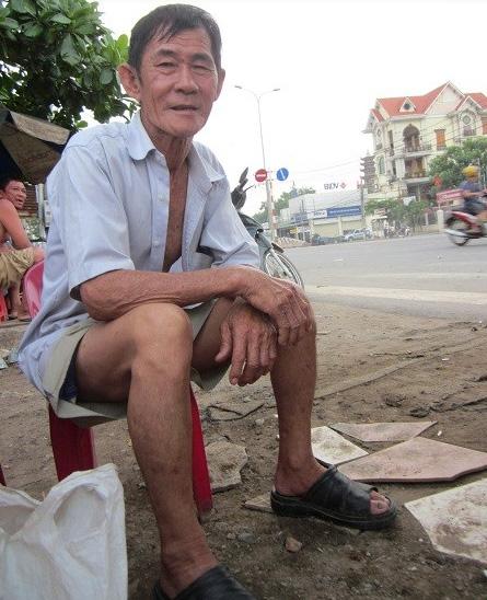 Ông Phạm Văn Đầy bất lực trước sự ghen tuông của bà Hoa.