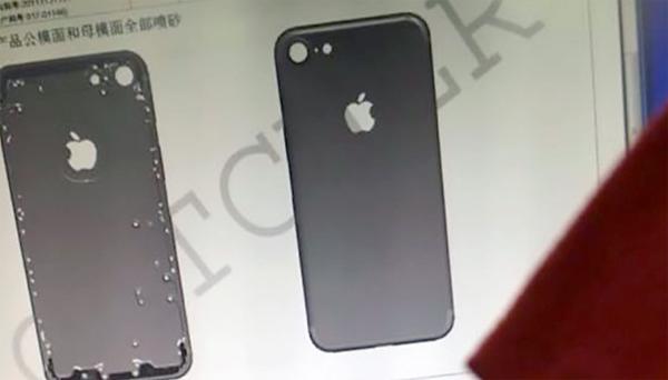 Mặt sau của iPhone thế hệ mới lộ diện. Ảnh: NowhereElse