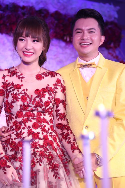 nam-cuong-diu-dang-lau-nuoc-mat-cho-vo-trong-hon-le-10