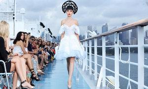 Show diễn thơ mộng trên đại dương của Jessica Minh Anh