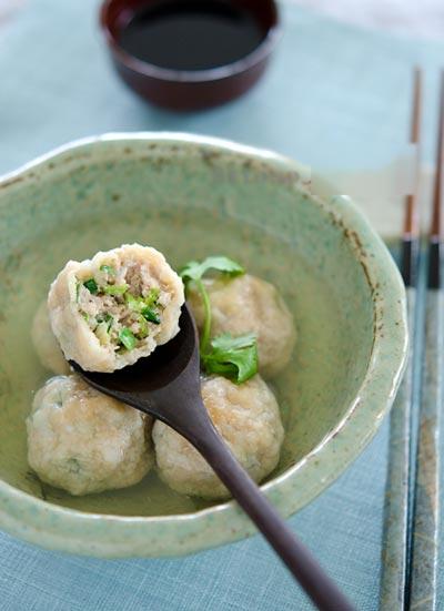 Thịt nạc băm kết hợp cùng cải thảo ngọt mát sẽ tạo thành món thịt viên khá lạ miệng trong mùa hè này đấy.