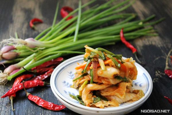 Với món kim chi này bạn có thể dùng nấu canh, ăn sống hay chiên cùng trứng đều ngon.