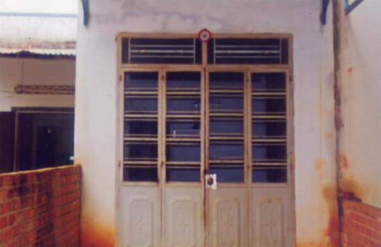 Ngôi nhà chị Ngọc Anh nay cửa đóng then cài.