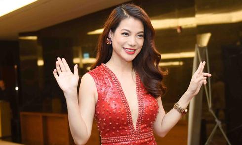 Trương Ngọc Ánh sexy với váy xẻ sâu vòng 1